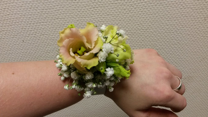 Blumiges Armband