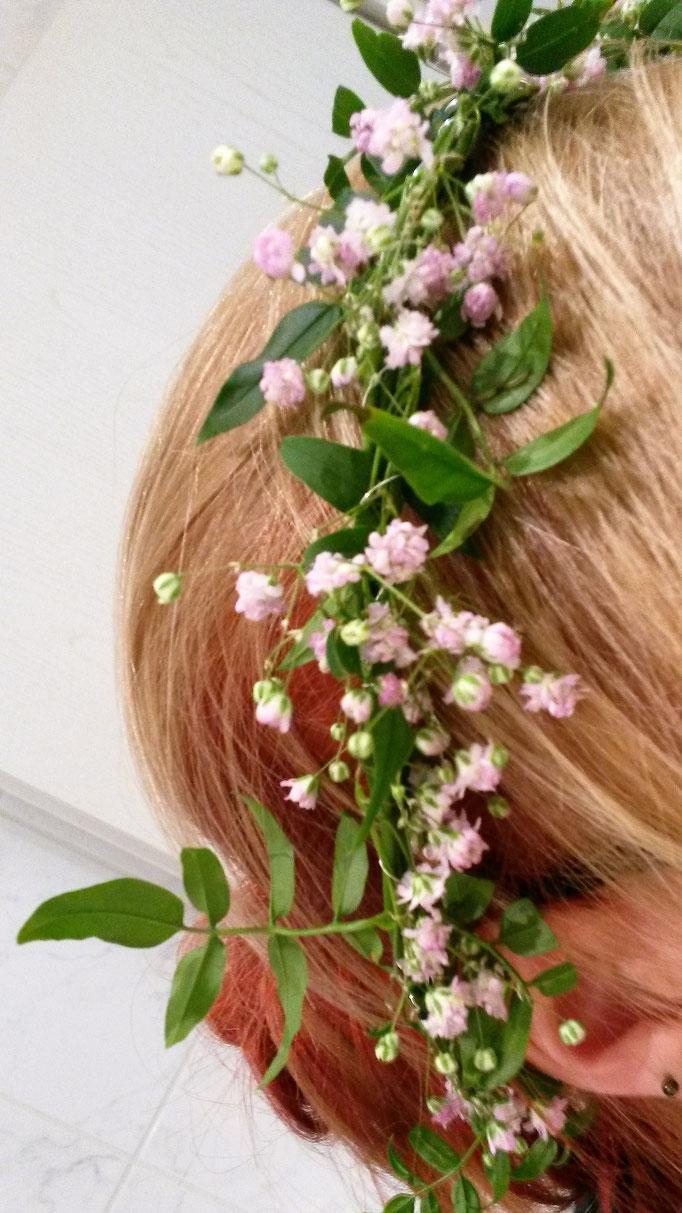 Haarkränzchen mit Jasminranken und rosa Schleierkraut