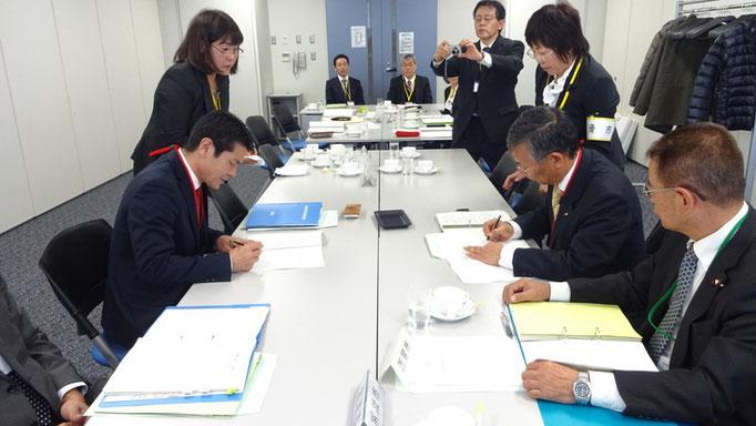 愛知県市議会議長会会長引き継ぎ署名調印式