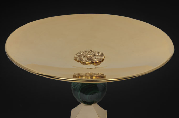 PAIR OF ROCK CRYSTAL AND MALACHITE BOWLS BY ALEXANDRE VOSSION