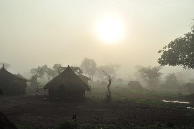Morgenstimmung in kongolesischem Dorf