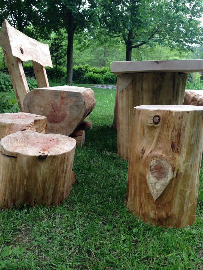 Sitzhocker aus Baumstämmen