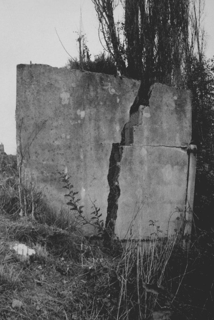 Photographie extraite de la série «Qui avait disposé du ciment sous les plaines?» Tirages noir et blanc sur papier Cyclus 300 gr. 12 photographies 50x65 cm. 2014.