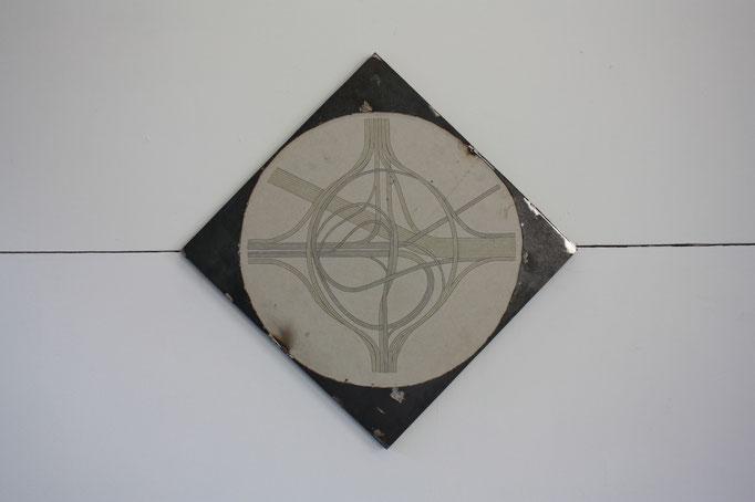 Via, dessin sur placoplâtre et acier,  60x60 cm, 2018.