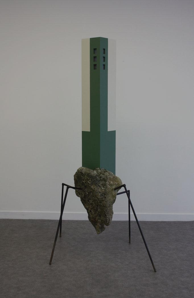 Le grand soulèvement, pierre, fer à béton et bois peint, 60x70x160 cm, 2016.