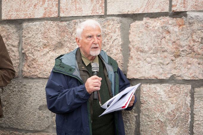 Fachbuchautor Heinz Lorenz bei seiner Rede (Foto: Helmut Humer)