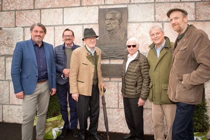 Wolfgang Gebetsroither (Enkel), Klaus Krebs (ÖFG gegr.1880), Hanns Gebetsroither (Sohn), Peter Benesch (ÖFG gegr.1880), Franz Kiwek (ÖFG gegr.1880) und Albert Pesendorfer (FdGT) (von links nach rechts) (Foto: Helmut Humer)