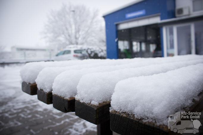 Starker Schneefall im März 2018 im Kfz-Service Park