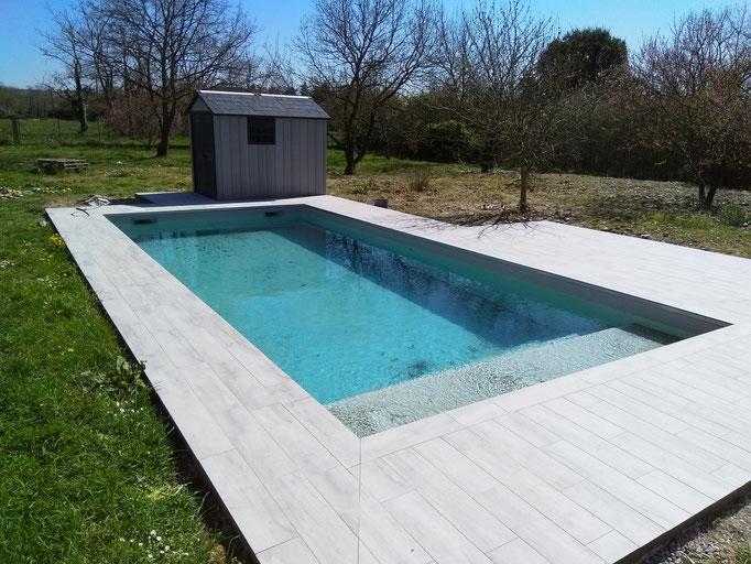 Plage de piscine carrelée à Muret