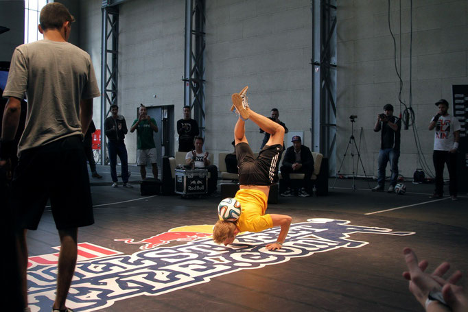 Handstand Ricardo Rehländer Freestyle Football