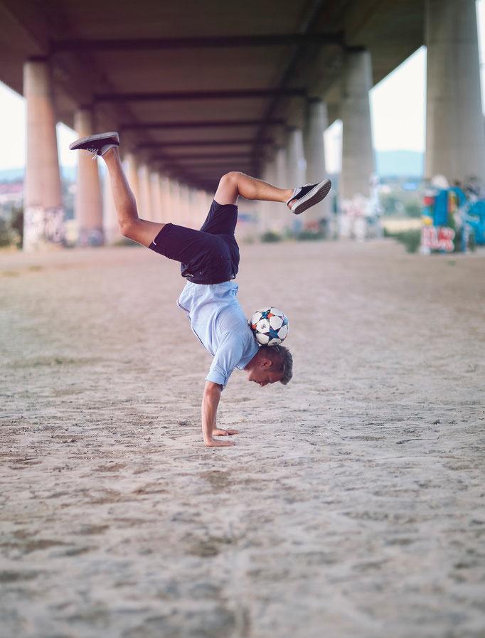 Handstand Ricardo Rehländer Freestyle Football