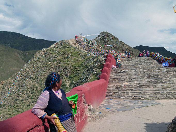 Festung Yumbu Lagang, Weg nach oben