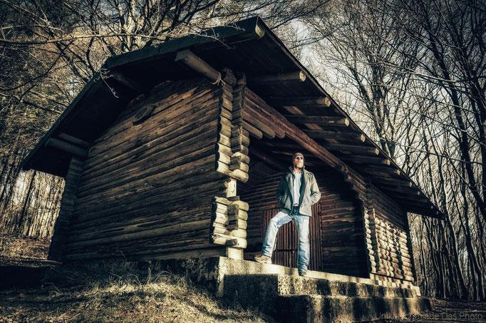 Ein Mann und seine Hütte