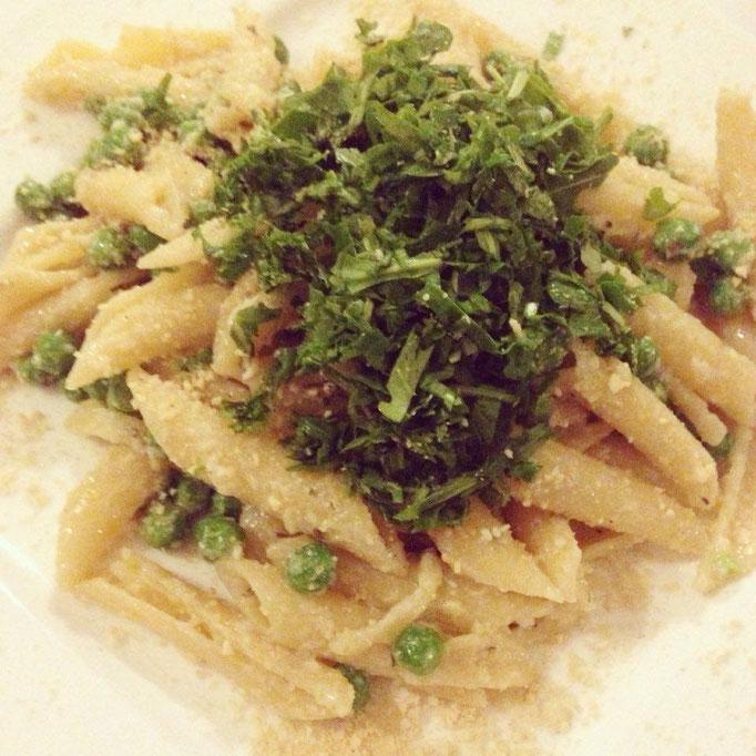 Ganz klassische Pasta mit viel Pfiff: Ein knoblauchiger Allzeitfavorit.