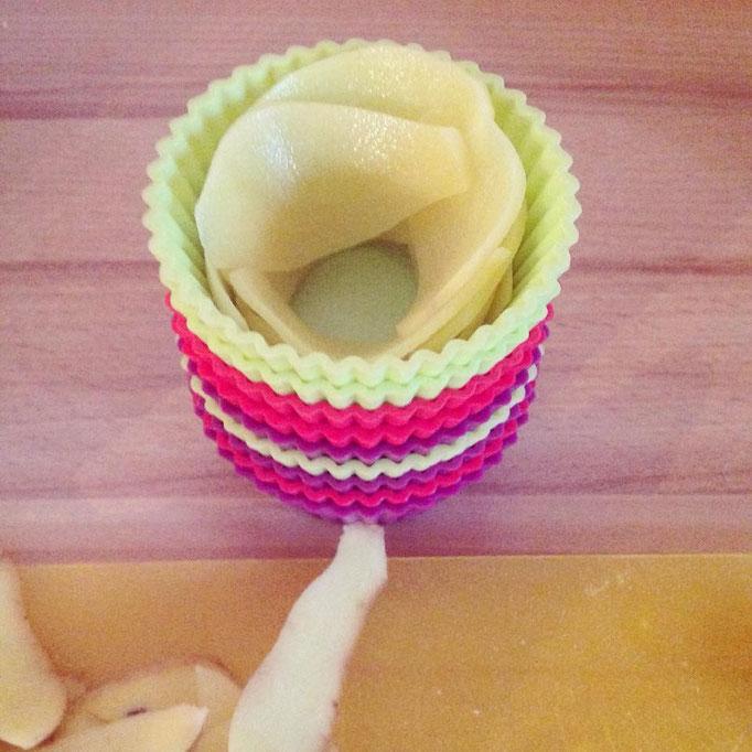 Anschließend in Muffinförmchen rosenförmig angerichtet.