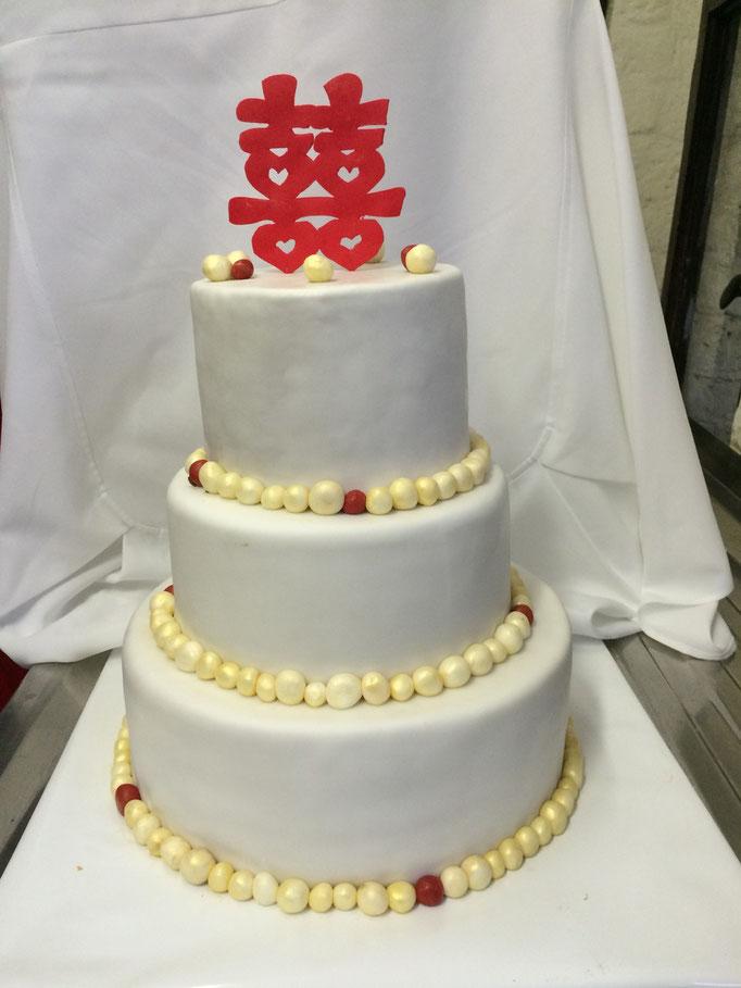 Budistische Hochzeitstorte