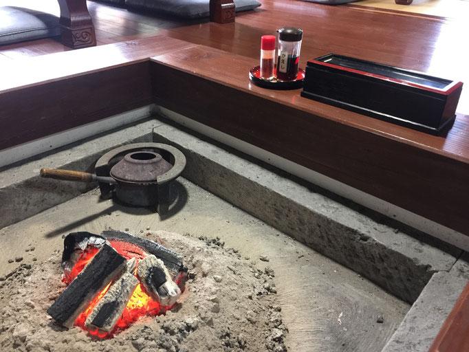 寒い冬には囲炉裏が最高です
