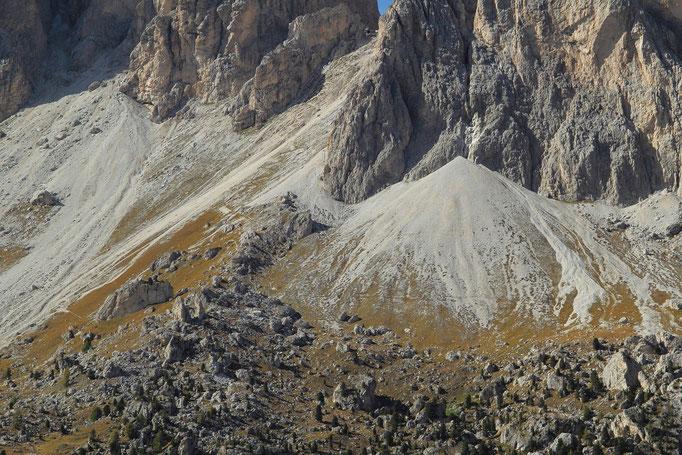 Typische Schuttkegel unterhalb der Felswände