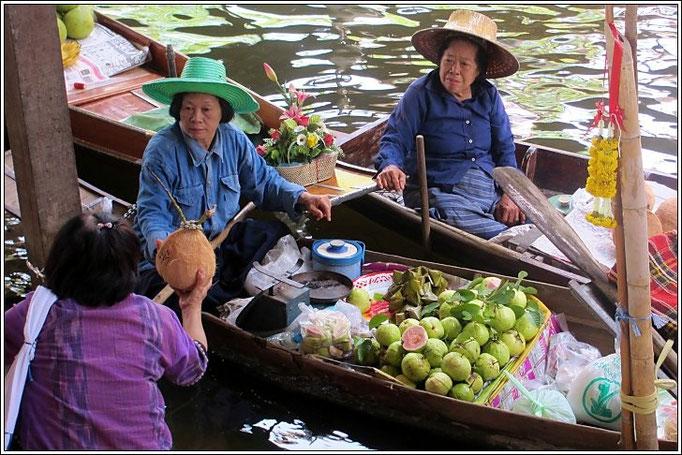 Damnoen Saduak Floating Market - Ratchaburi Province