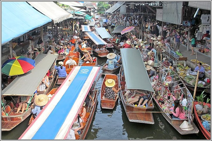 Rush Hour At Damnoen Saduak Floating Market - Ratchaburi Province