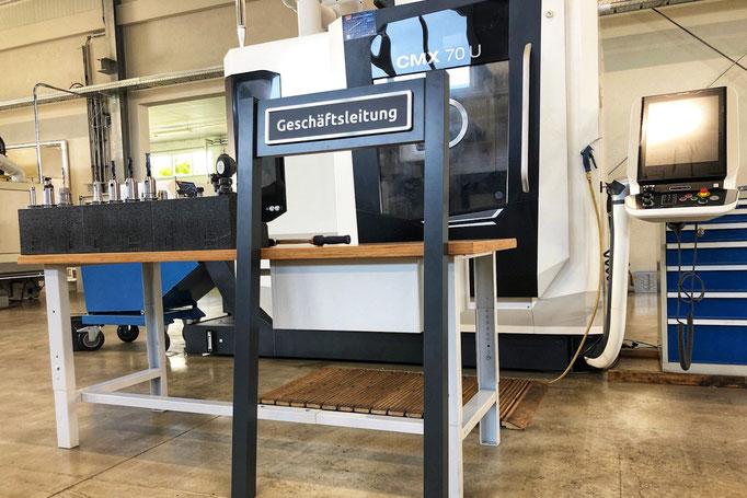 ParkSign in unserer Produktion mit Kunden Parkplatzschild in RAL 9011 graphitschwarz