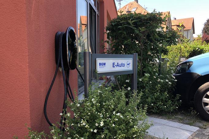 Besucherparkplatz in Winnenden-  für E-Autos mit Parkplatzschild