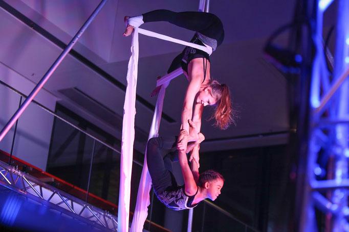 Top Zirkusakrobatik : Der Neumarkter Akrobatenzirkus zeigt wieder sensationelle Akrobatik