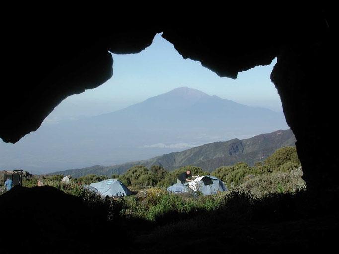 Shirahöhle mit Mount Meru, Kilimanjaro besteigen, Detailinfos Kilimanjaro, Auf den Kilimanjaro, Bergtour Kilimanjaro