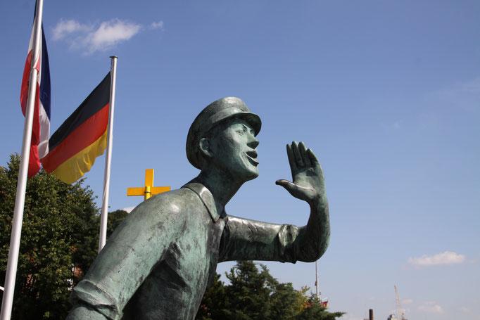 Der Lauenburger Rufer ist eine Bronzefigur, die von dem Bildhauer und Plastiker Karl-Heinz Goedtker 1959 geschaffen wurde. Er steht in der Altstadt von Lauenburg.