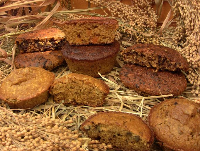 Muffins au millet, avec morceaux de chocolat, fruits secs, noix de coco et chocolat, noix