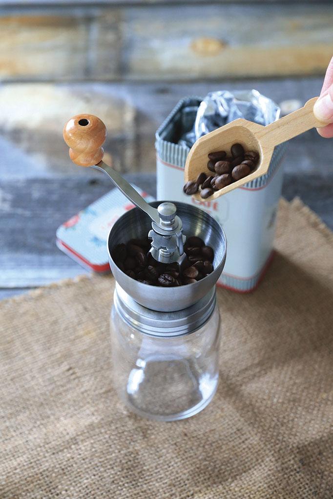 自分でゴリゴリ豆を挽く。 手に伝わる感触と新鮮な香りにワクワク。