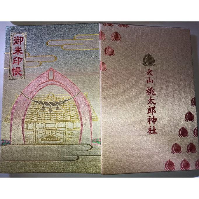 オリジナル御朱印帳。桃の鳥居が表紙の御朱印帳。