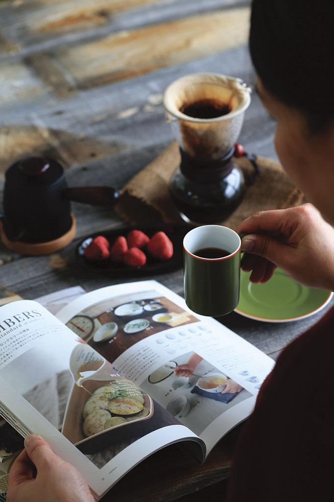 淹れたて一杯のお供は、好みの本と音楽♪ ココは特別なおうちCafe。