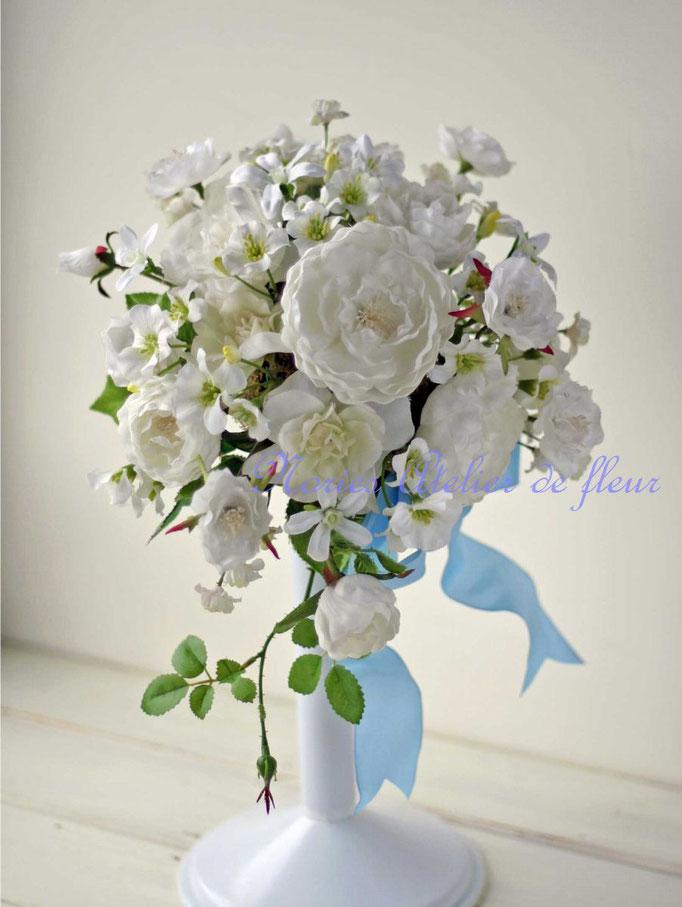 Audrey オードリー カップ咲きのバラのアーティフィシャルフラワーのキャスケードブーケ