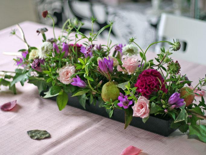 横長花器のテーブルアレンジメント