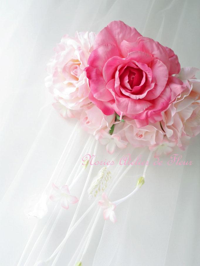 Phyllis フィリス アーティフィシャルフラワーのピンクの大輪のローズのウェストコサージュ