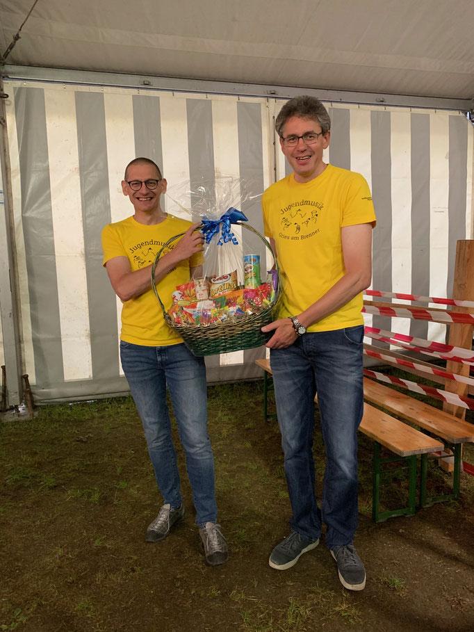 Jugendreferent Norbert Brunner mit Stellvertreter Alfred Vötter mit dem 1. Preis für die Jugendmusik Gries/Obernberg