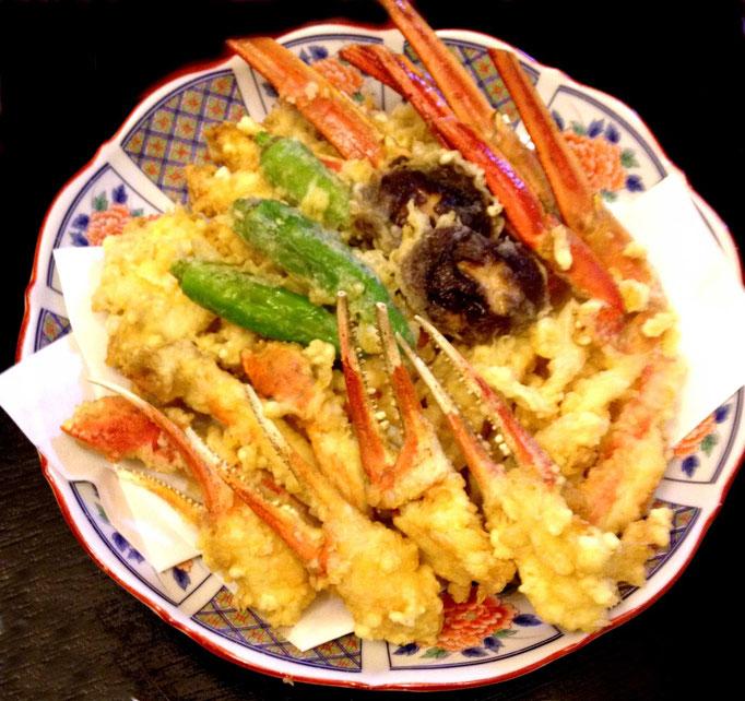 かに天ぷら…『カニの天ぷらって美味しいですね!?』と驚かれます。