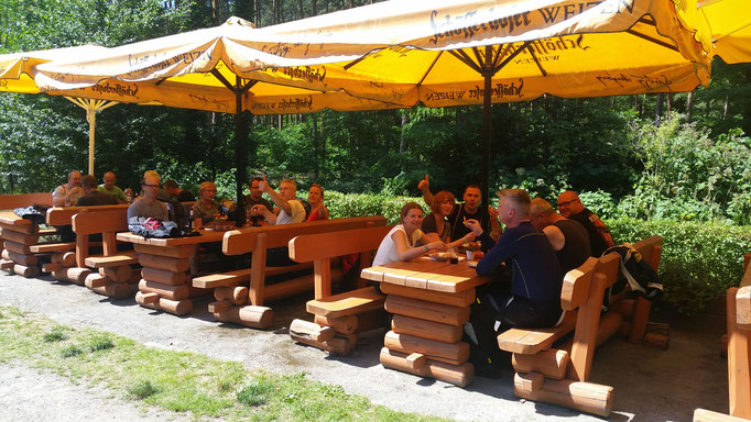 rustikale Sitzbänke