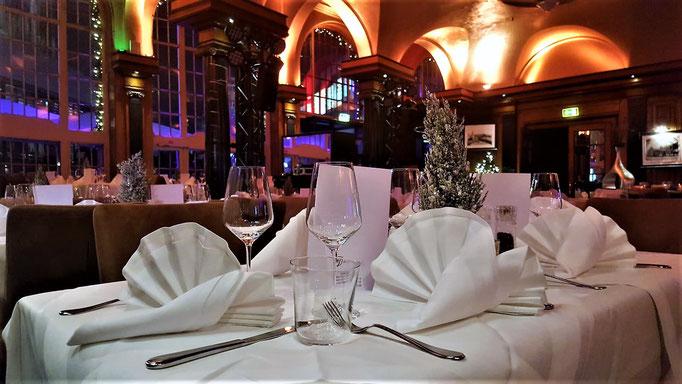 Impressionen aus dem Restaurant Wartesaal am Dom - Stilvoll eingedeckte Tische gehören zu dem eleganten Restauranterlebnis