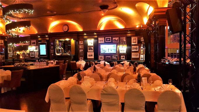 Impressionen aus dem Restaurant Wartesaal am Dom - nicht nur im Kleinen, sondern auch an einer langen Tafel bleibt der Charme bestehen