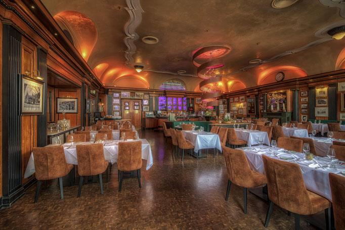 Impressionen aus dem Restaurant Wartesaal am Dom - Ein Überblick über die Konformität der Einrichtung im Einklang der historischen Bedeutsamkeit des Raumes