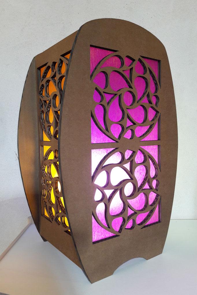 Petite lampe en carton et papier - h. 40 cm, l. 25 cm