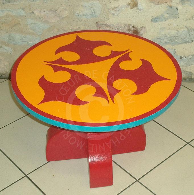Petite table en carton