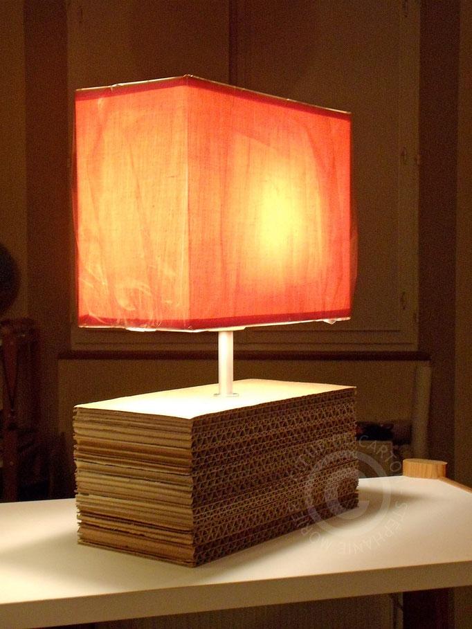 Petite lampe en carton