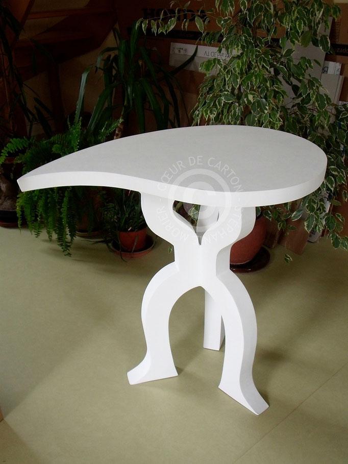 Table/guéridon en carton