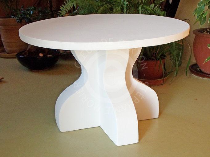 Petite table blanche en carton