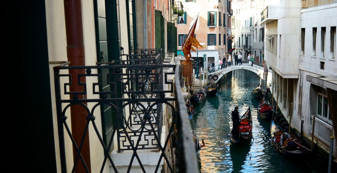 Corte Barozzi Venice: rooms with canal view