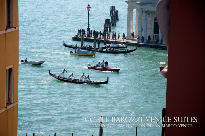 Corte Barozzi Venice: gondolas on the Grand Canal