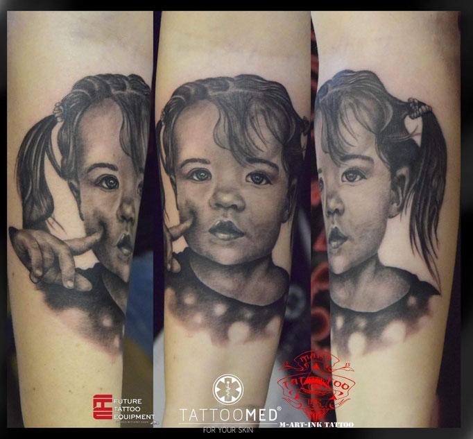 Portrait Tattoo von einem Süßen Mädchen. Artist: Martin Kolacek